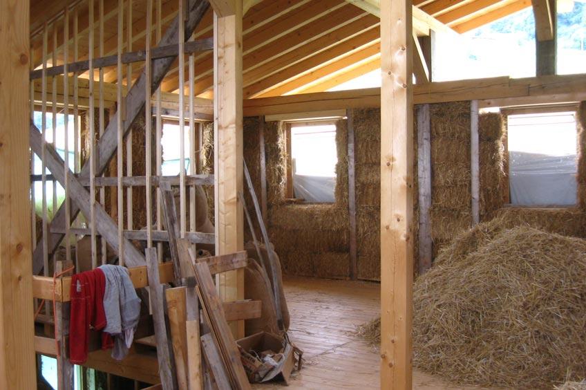 Costruire con materiali naturali l 39 esperienza della casa - Costruire una casa in paglia ...